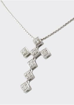 Kreuz mit Collier